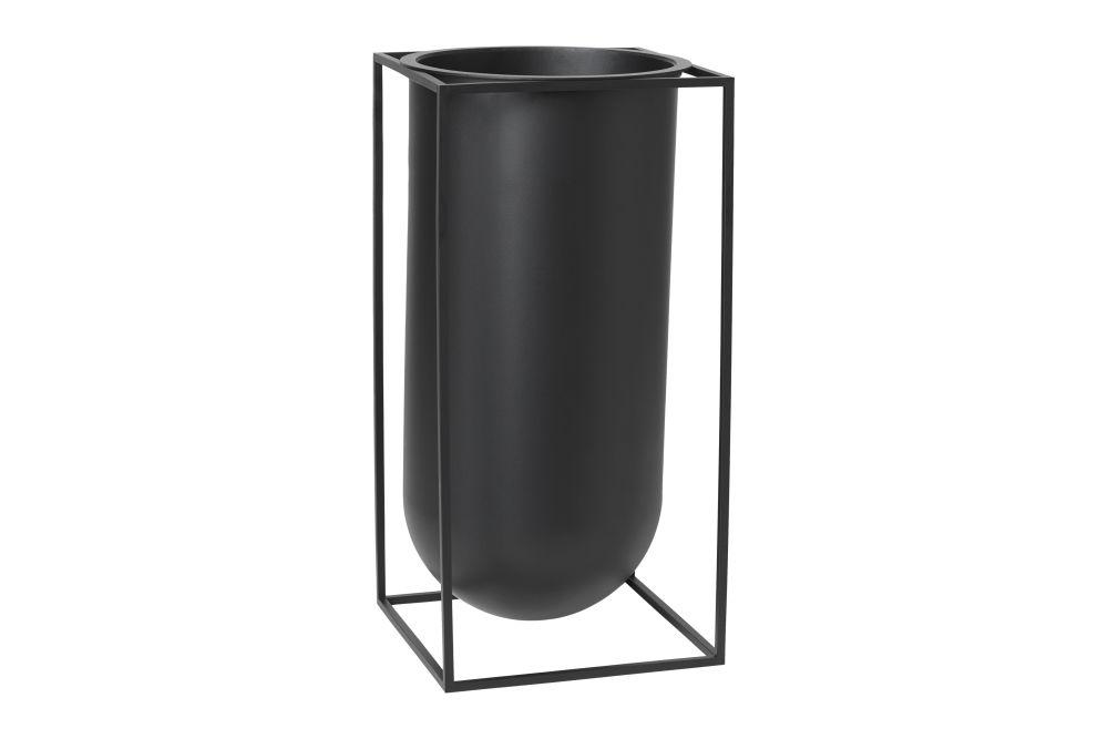 https://res.cloudinary.com/clippings/image/upload/t_big/dpr_auto,f_auto,w_auto/v1615446885/products/kubus-nolia-vase-nolia-black-by-lassen-s%C3%B8ren-lassen-clippings-11221396.jpg