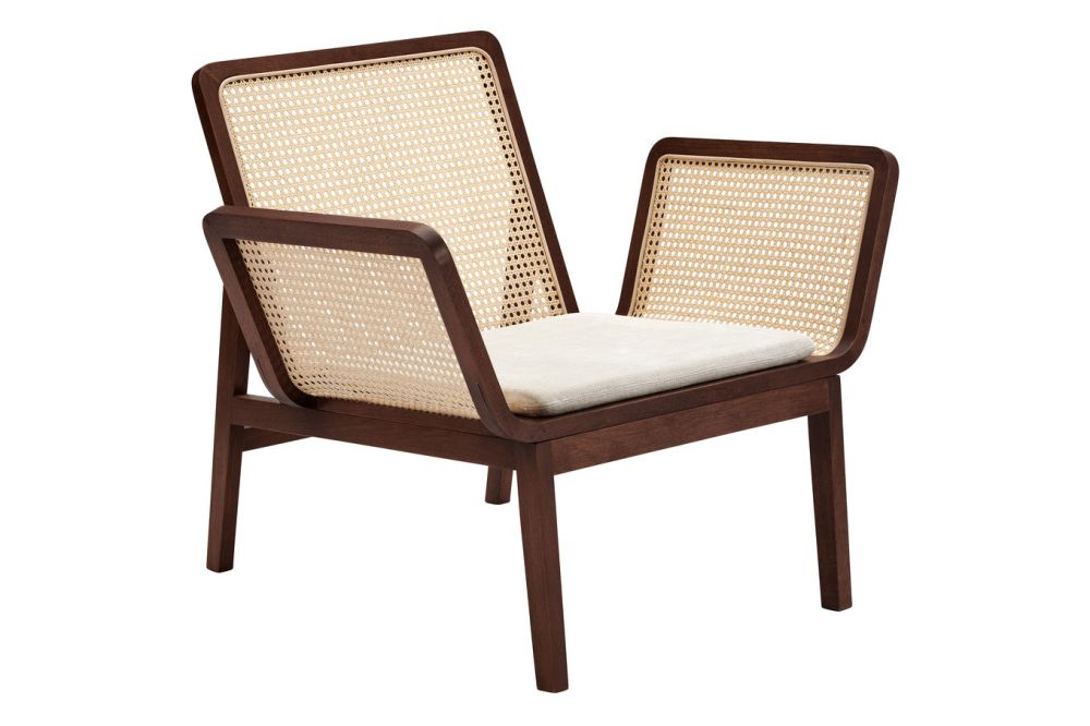 https://res.cloudinary.com/clippings/image/upload/t_big/dpr_auto,f_auto,w_auto/v1616162662/products/le-roi-lounge-chair-with-cushion-norr11-kristian-sofus-hansen-tommy-hyldahl-clippings-11516044.jpg