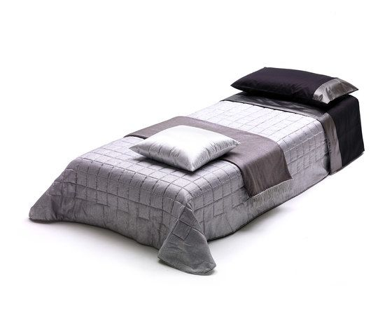 https://res.cloudinary.com/clippings/image/upload/t_big/dpr_auto,f_auto,w_auto/v2/product_bases/bill-by-milano-bedding-milano-bedding-clippings-4865182.jpg