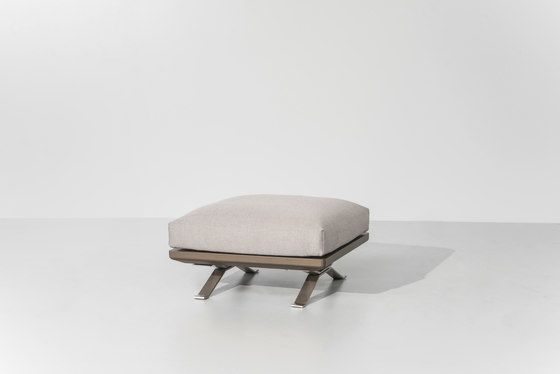 https://res.cloudinary.com/clippings/image/upload/t_big/dpr_auto,f_auto,w_auto/v2/product_bases/boma-bench-1-seater-by-kettal-kettal-rodolfo-dordoni-clippings-4427292.jpg