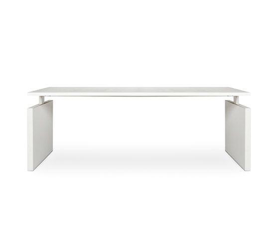 https://res.cloudinary.com/clippings/image/upload/t_big/dpr_auto,f_auto,w_auto/v2/product_bases/chth-desk-by-lensvelt-lensvelt-richard-meier-clippings-3358152.jpg