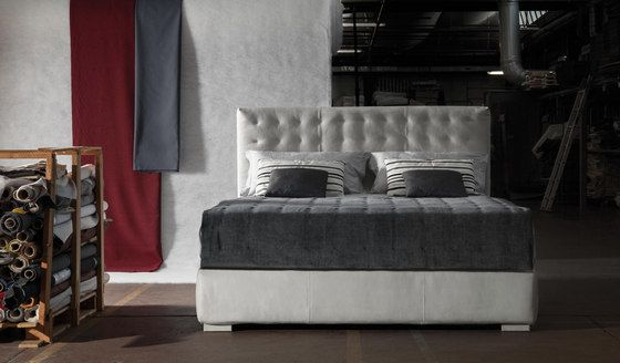 https://res.cloudinary.com/clippings/image/upload/t_big/dpr_auto,f_auto,w_auto/v2/product_bases/fiji-by-milano-bedding-milano-bedding-clippings-8197272.jpg