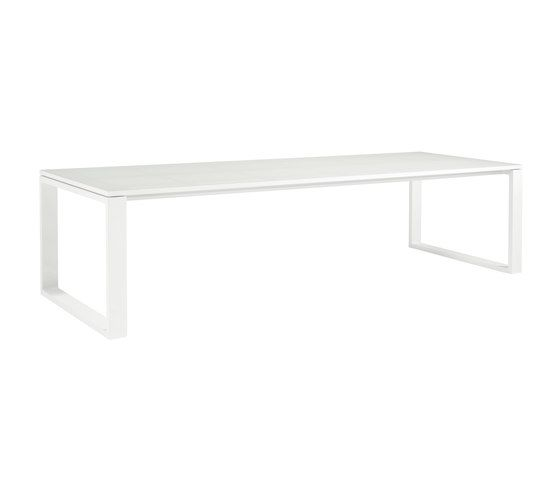 https://res.cloudinary.com/clippings/image/upload/t_big/dpr_auto,f_auto,w_auto/v2/product_bases/fuse-rectangular-dining-tables-by-manutti-manutti-clippings-3696352.jpg