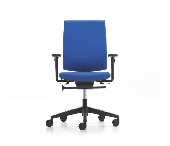 https://res.cloudinary.com/clippings/image/upload/t_big/dpr_auto,f_auto,w_auto/v2/product_bases/kyra-swivel-chair-by-girsberger-girsberger-paul-brooks-clippings-5941762.jpg
