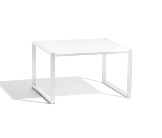 https://res.cloudinary.com/clippings/image/upload/t_big/dpr_auto,f_auto,w_auto/v2/product_bases/latona-lounge-table-by-manutti-manutti-clippings-7983522.jpg