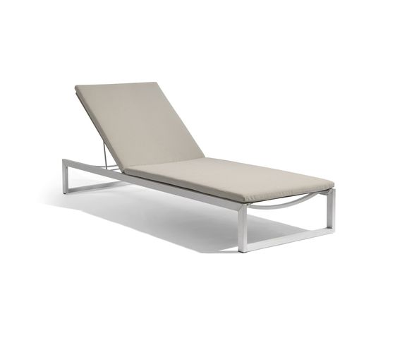 Manutti,Outdoor Furniture,chair,chaise,chaise longue,furniture,outdoor furniture,sunlounger