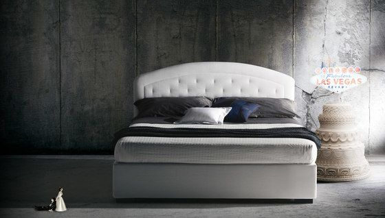 https://res.cloudinary.com/clippings/image/upload/t_big/dpr_auto,f_auto,w_auto/v2/product_bases/moorea-by-milano-bedding-milano-bedding-clippings-8127632.jpg
