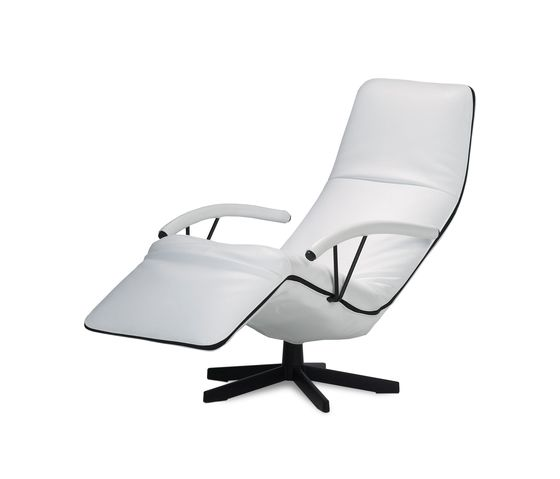https://res.cloudinary.com/clippings/image/upload/t_big/dpr_auto,f_auto,w_auto/v2/product_bases/pilot-relaxchair-by-jori-jori-verhaert-new-products-services-clippings-6398322.jpg