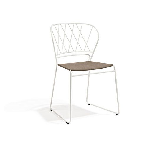 https://res.cloudinary.com/clippings/image/upload/t_big/dpr_auto,f_auto,w_auto/v2/product_bases/reso-chair-by-skargaarden-skargaarden-matilda-lindblom-clippings-6344562.jpg