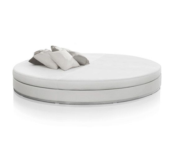 https://res.cloudinary.com/clippings/image/upload/t_big/dpr_auto,f_auto,w_auto/v2/product_bases/slim-round-daybed-by-expormim-expormim-clippings-4334772.jpg