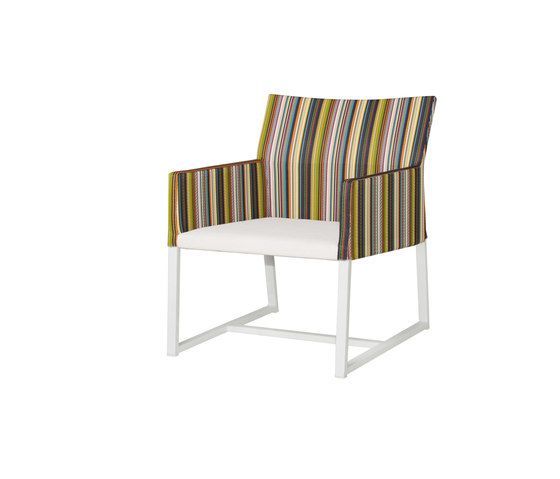 https://res.cloudinary.com/clippings/image/upload/t_big/dpr_auto,f_auto,w_auto/v2/product_bases/stripe-casual-chair-vertical-leisuretex-seat-by-mamagreen-mamagreen-clippings-7614362.jpg