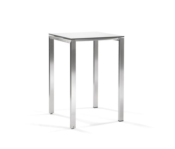 Manutti,Dining Tables,end table,furniture,outdoor table,table