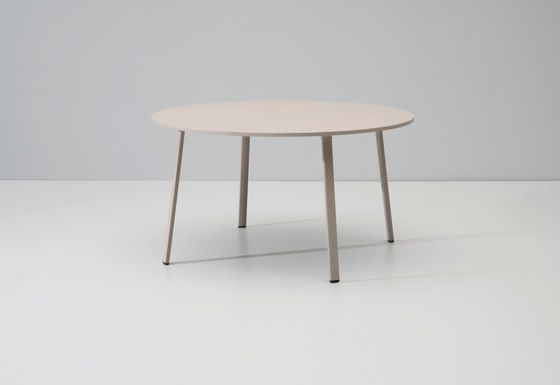 https://res.cloudinary.com/clippings/image/upload/t_big/dpr_auto,f_auto,w_auto/v2/product_bases/village-dining-table-by-kettal-kettal-jasper-morrison-clippings-3657262.jpg