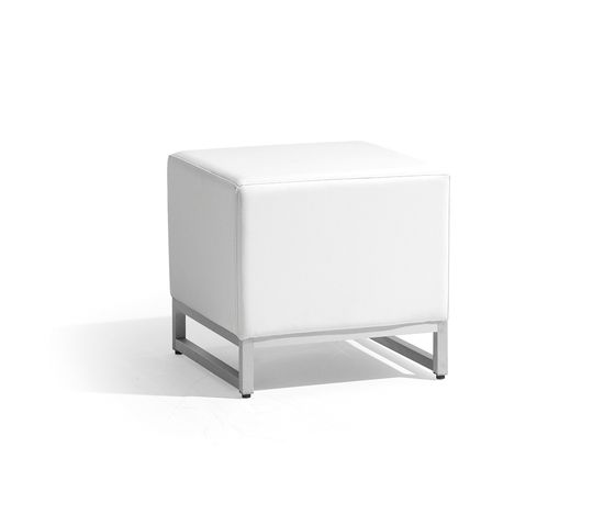 https://res.cloudinary.com/clippings/image/upload/t_big/dpr_auto,f_auto,w_auto/v2/product_bases/zendo-small-footstoolsidetable-by-manutti-manutti-clippings-4489702.jpg