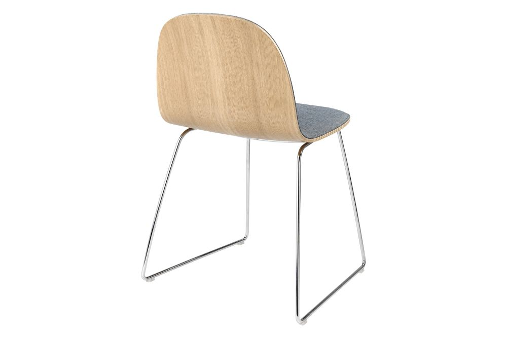 https://res.cloudinary.com/clippings/image/upload/t_big/dpr_auto,f_auto,w_auto/v2/products/2d-dining-chair-front-upholstered-sledge-base-gubi-metal-chrome-gubi-wood-oak-price-grp-02-gubi-komplot-design-clippings-11186348.jpg