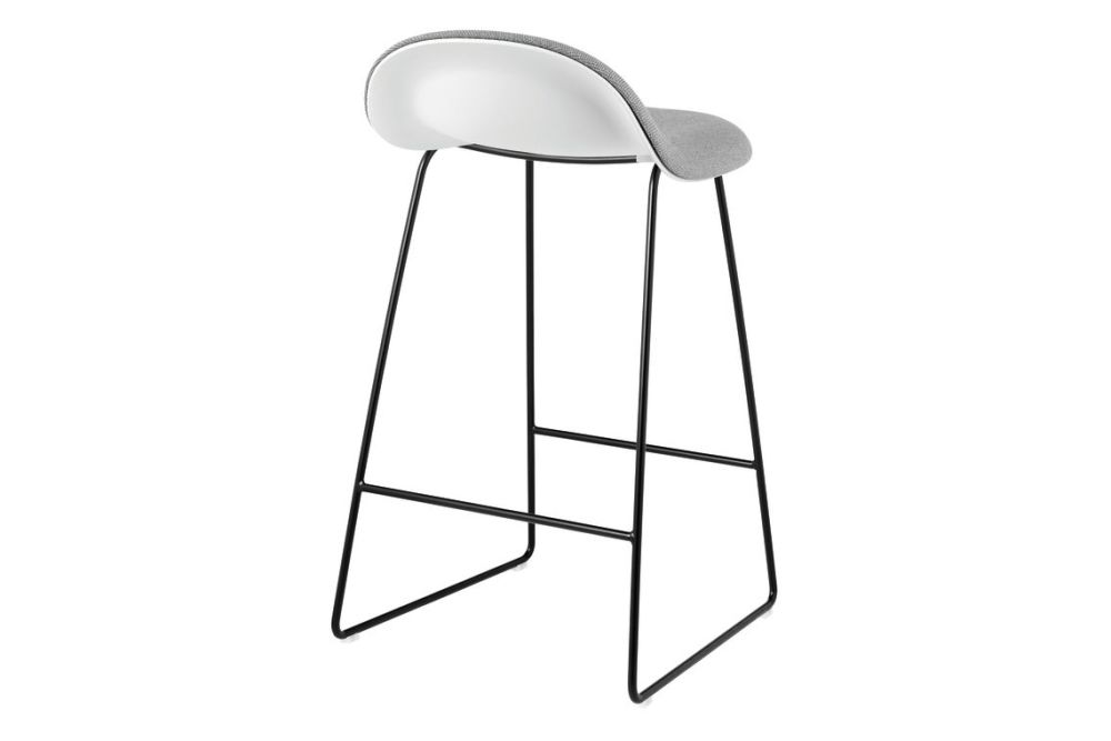 https://res.cloudinary.com/clippings/image/upload/t_big/dpr_auto,f_auto,w_auto/v2/products/3d-counter-stool-front-upholstered-sledge-base-hirek-shell-gubi-metal-black-gubi-hirek-soft-white-price-grp-01-gubi-komplot-design-clippings-11187725.jpg