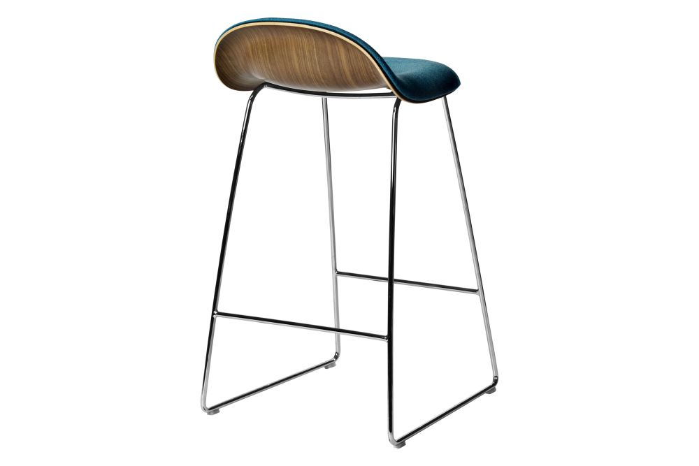 https://res.cloudinary.com/clippings/image/upload/t_big/dpr_auto,f_auto,w_auto/v2/products/3d-counter-stool-front-upholstered-sledge-base-wood-shell-gubi-metal-black-gubi-wood-american-walnut-price-grp-01-gubi-komplot-design-clippings-11187778.jpg