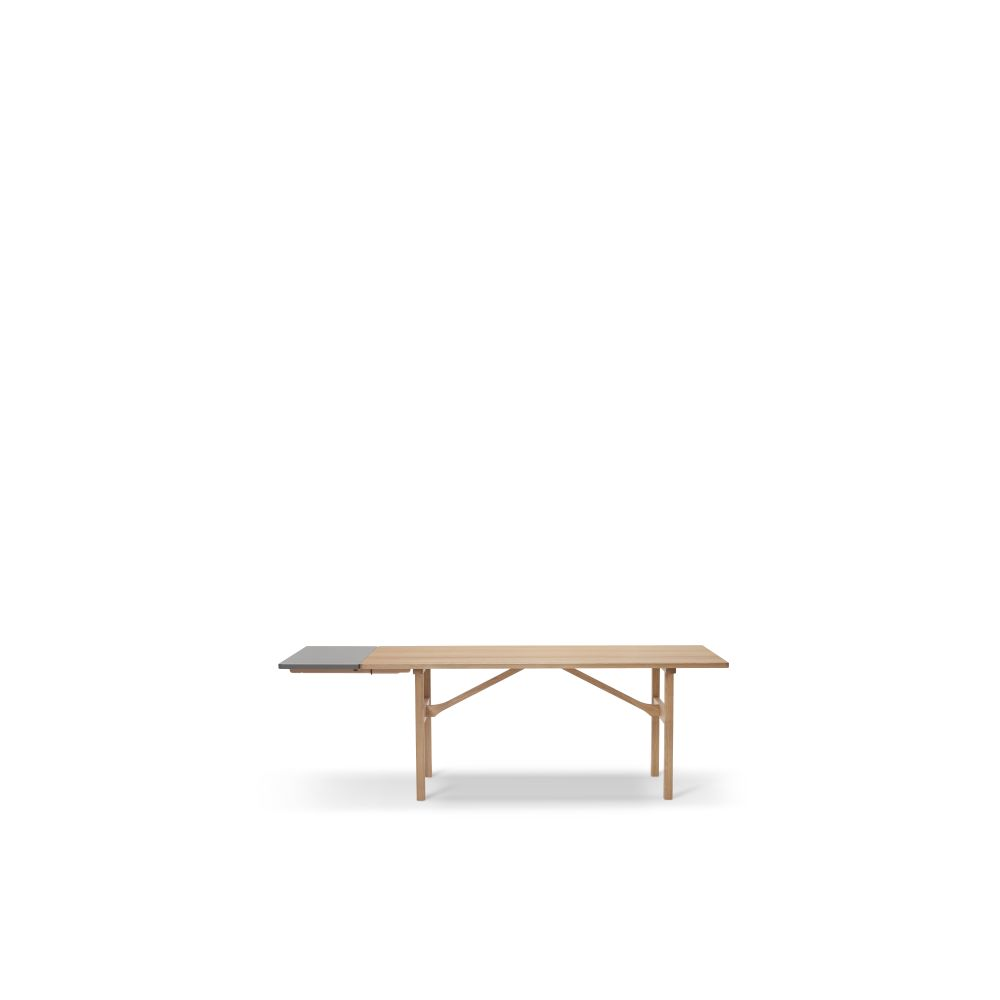 https://res.cloudinary.com/clippings/image/upload/t_big/dpr_auto,f_auto,w_auto/v2/products/6284-table-oak-standard-lacquer-fredericia-b%C3%B8rge-mogensen-clippings-9413731.jpg