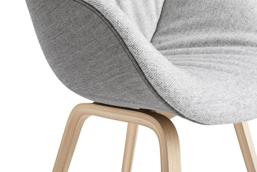 https://res.cloudinary.com/clippings/image/upload/t_big/dpr_auto,f_auto,w_auto/v2/products/aac-123-soft-duo-dining-chair-mode-fr-014-henge-remix-2-233-wood-black-oak-hay-about-a-chair-clippings-11308397.jpg