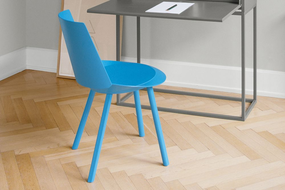 https://res.cloudinary.com/clippings/image/upload/t_big/dpr_auto,f_auto,w_auto/v2/products/ch04-houdini-dining-chair-light-blue-e15-stefan-diez-clippings-1400421.jpg