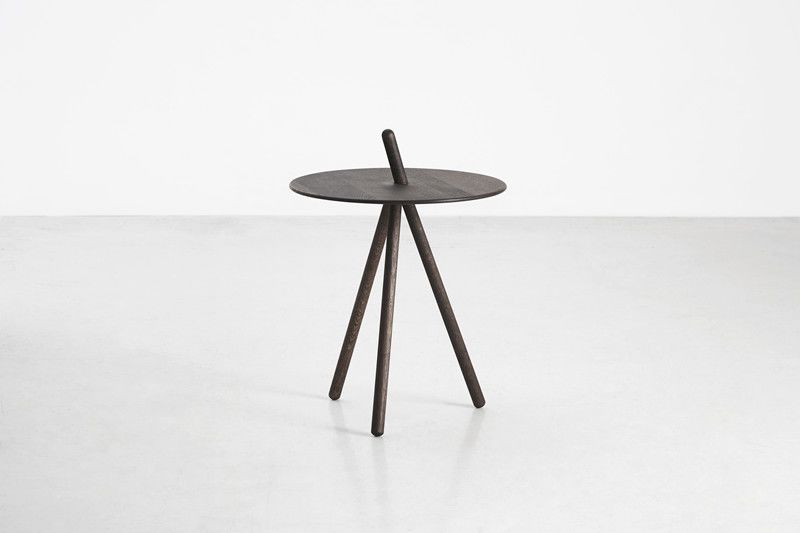 https://res.cloudinary.com/clippings/image/upload/t_big/dpr_auto,f_auto,w_auto/v2/products/come-here-side-table-smoked-oak-woud-steffen-juul-clippings-9278951.jpg