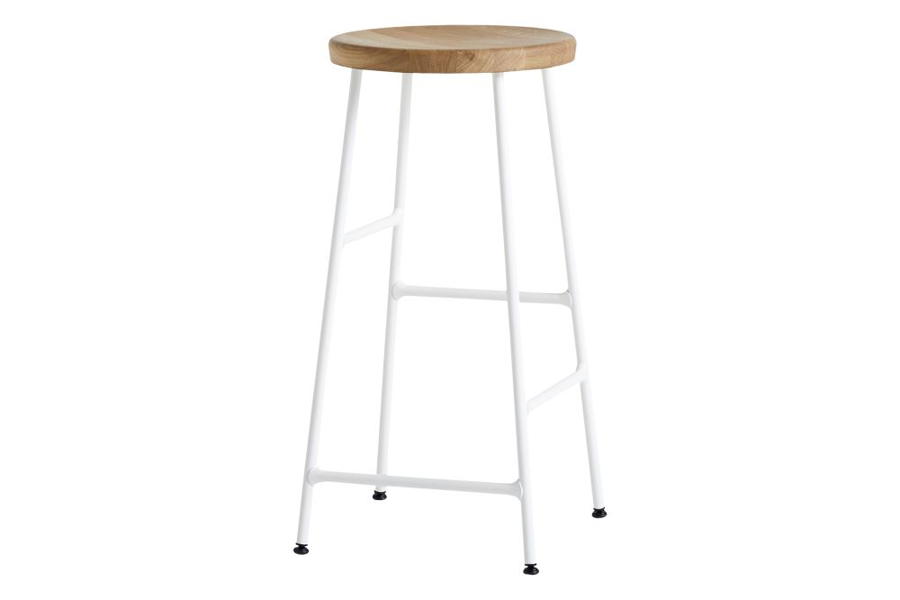 https://res.cloudinary.com/clippings/image/upload/t_big/dpr_auto,f_auto,w_auto/v2/products/cornet-bar-stool-low-wood-oiled-oak-metal-cream-white-hay-jonas-trampdach-clippings-11217426.jpg