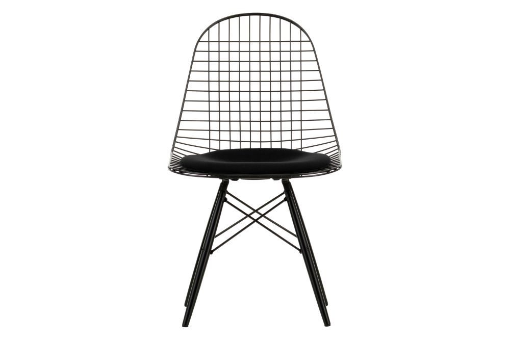 https://res.cloudinary.com/clippings/image/upload/t_big/dpr_auto,f_auto,w_auto/v2/products/eames-dkw-5-wire-dining-chair-seat-pad-02-golden-maple-f60-carpet-basic-dark-vitra-charles-ray-eames-clippings-11325356.jpg