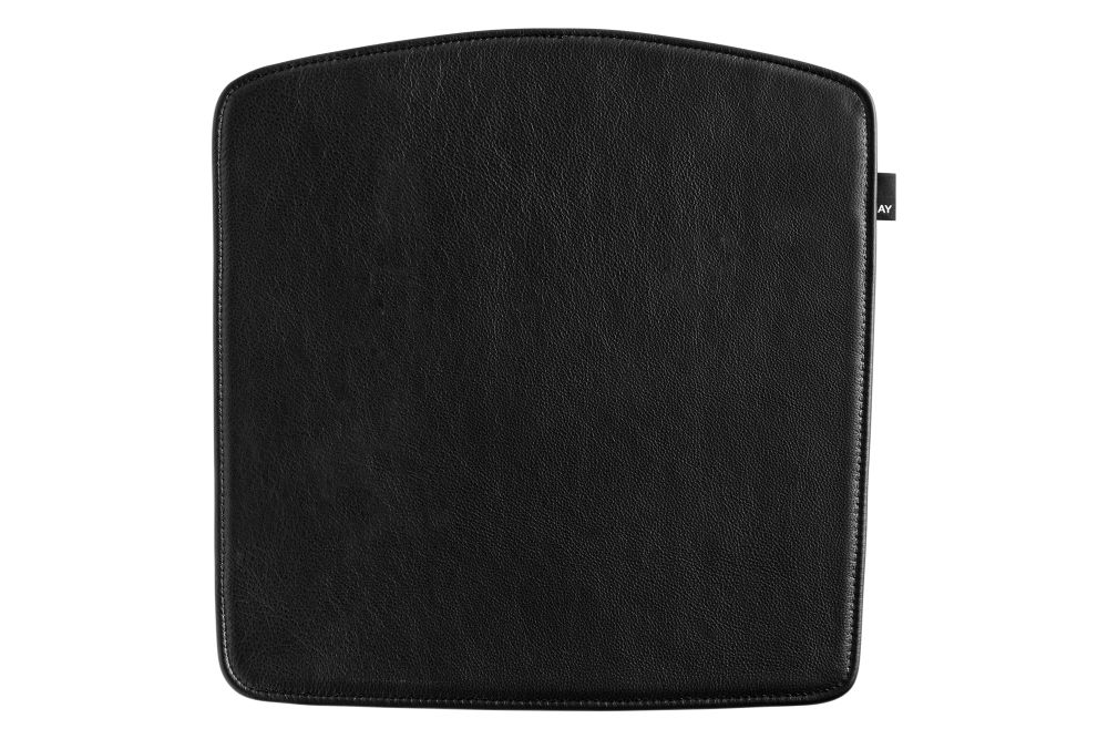 https://res.cloudinary.com/clippings/image/upload/t_big/dpr_auto,f_auto,w_auto/v2/products/elementaire-seat-pads-sofia-leather-black-hay-clippings-11243238.jpg