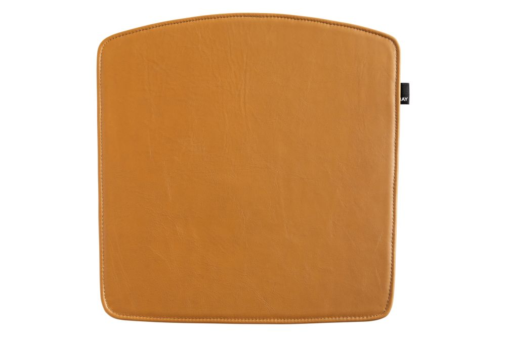 https://res.cloudinary.com/clippings/image/upload/t_big/dpr_auto,f_auto,w_auto/v2/products/elementaire-seat-pads-sofia-leather-cognac-hay-clippings-11243239.jpg