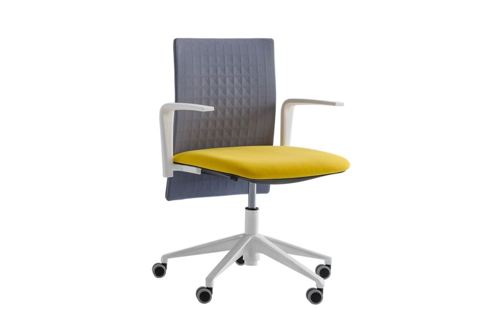 https://res.cloudinary.com/clippings/image/upload/t_big/dpr_auto,f_auto,w_auto/v2/products/elodie-task-05r-swivel-chair-with-arms-set-of-4-thermoformed-t07-thermoformed-t07-king-l-fabric-3090-00-white-gaber-marc-sadler-clippings-11147502.jpg