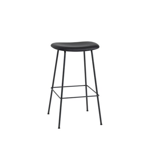 https://res.cloudinary.com/clippings/image/upload/t_big/dpr_auto,f_auto,w_auto/v2/products/fiber-bar-stool-tube-base-upholstered-leather-silk-sil0842-black75-muuto-iskos-berlin-clippings-9487211.jpg