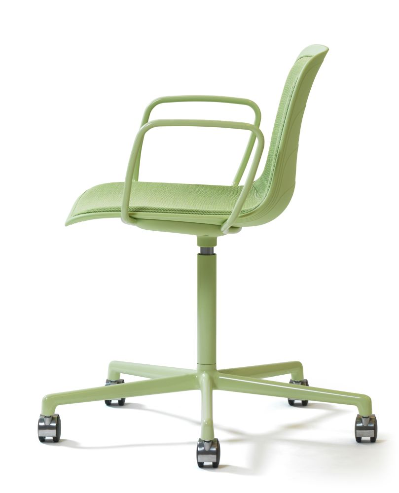https://res.cloudinary.com/clippings/image/upload/t_big/dpr_auto,f_auto,w_auto/v2/products/grade-swivel-armchair-with-seat-pad-5-star-base-on-castors-whitegrey-895-ral-9002-divina-3-224-lammhults-johannes-foersom-peter-hiort-lorenzen-clippings-11164342.jpg