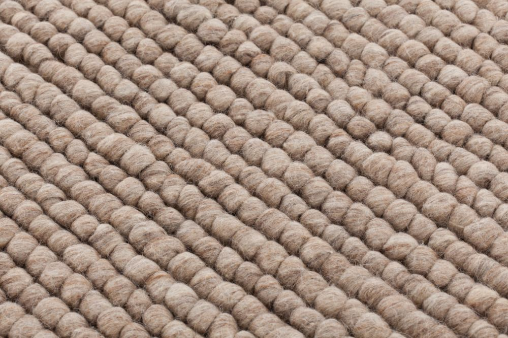 https://res.cloudinary.com/clippings/image/upload/t_big/dpr_auto,f_auto,w_auto/v2/products/hoot-rug-beige-170x240-cm-gan-gan-clippings-8884651.jpg