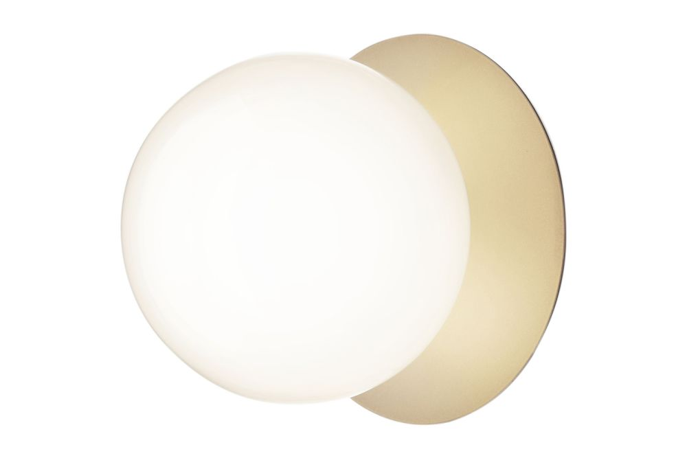 https://res.cloudinary.com/clippings/image/upload/t_big/dpr_auto,f_auto,w_auto/v2/products/liila-1-large-wall-light-nordic-goldopal-white-nuura-sofie-refer-clippings-11139822.jpg