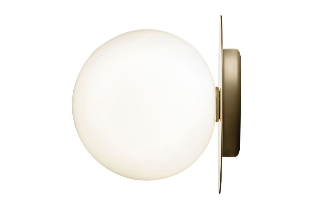 https://res.cloudinary.com/clippings/image/upload/t_big/dpr_auto,f_auto,w_auto/v2/products/liila-1-large-wall-light-nordic-goldopal-white-nuura-sofie-refer-clippings-11139823.jpg