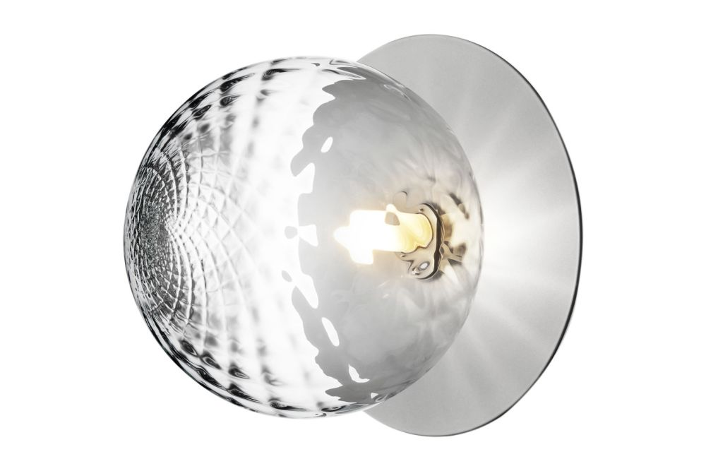 https://res.cloudinary.com/clippings/image/upload/t_big/dpr_auto,f_auto,w_auto/v2/products/liila-1-large-wall-light-nordic-goldoptic-clear-nuura-sofie-refer-clippings-11139819.jpg