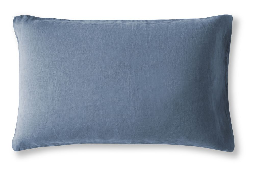 https://res.cloudinary.com/clippings/image/upload/t_big/dpr_auto,f_auto,w_auto/v2/products/linen-pillowcase-parisian-blue-housewife-the-linen-works-clippings-1365241.jpg