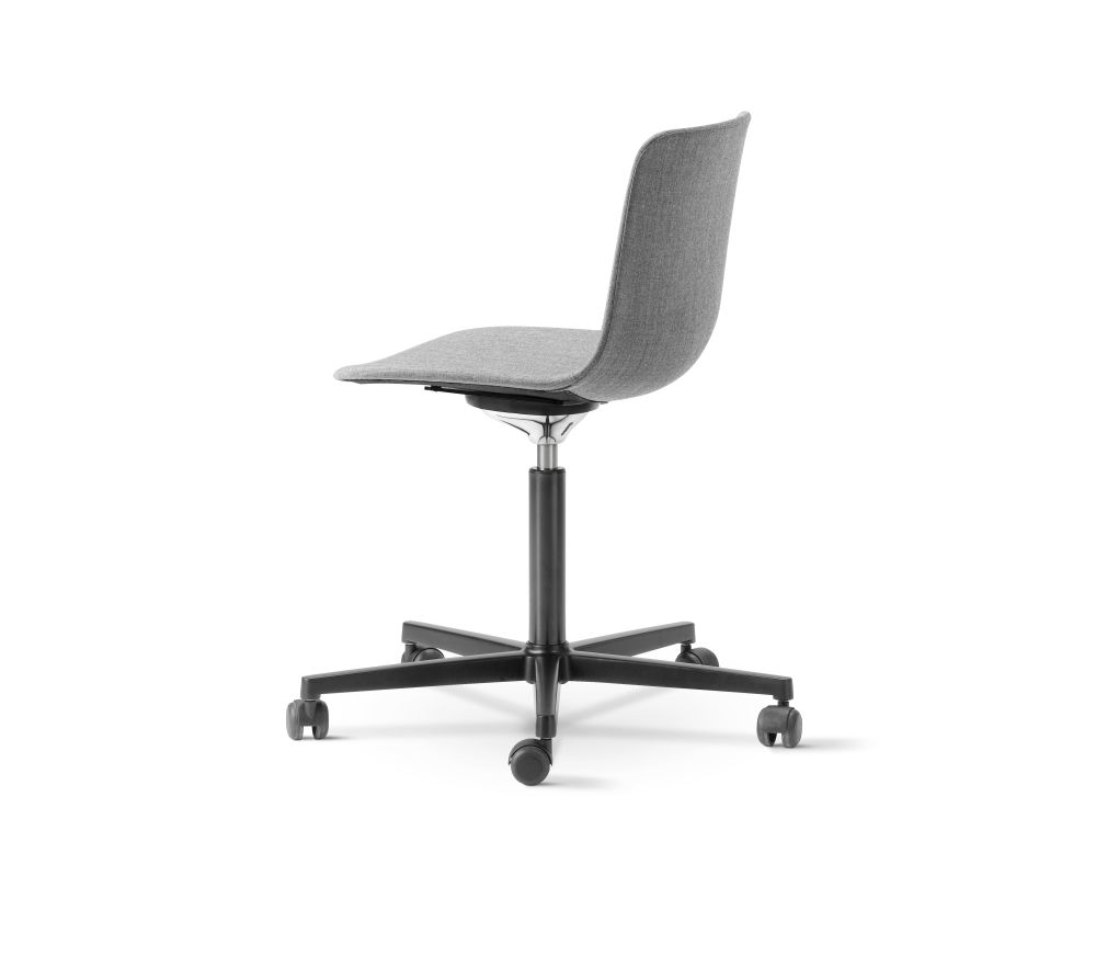 https://res.cloudinary.com/clippings/image/upload/t_big/dpr_auto,f_auto,w_auto/v2/products/pato-office-chair-fully-upholstered-chrome-remix-2-143-fredericia-welling-ludvik-clippings-9428111.jpg