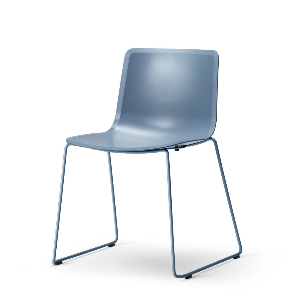 https://res.cloudinary.com/clippings/image/upload/t_big/dpr_auto,f_auto,w_auto/v2/products/pato-sledge-chair-chrome-quartz-grey-fredericia-welling-ludvik-clippings-9428971.jpg