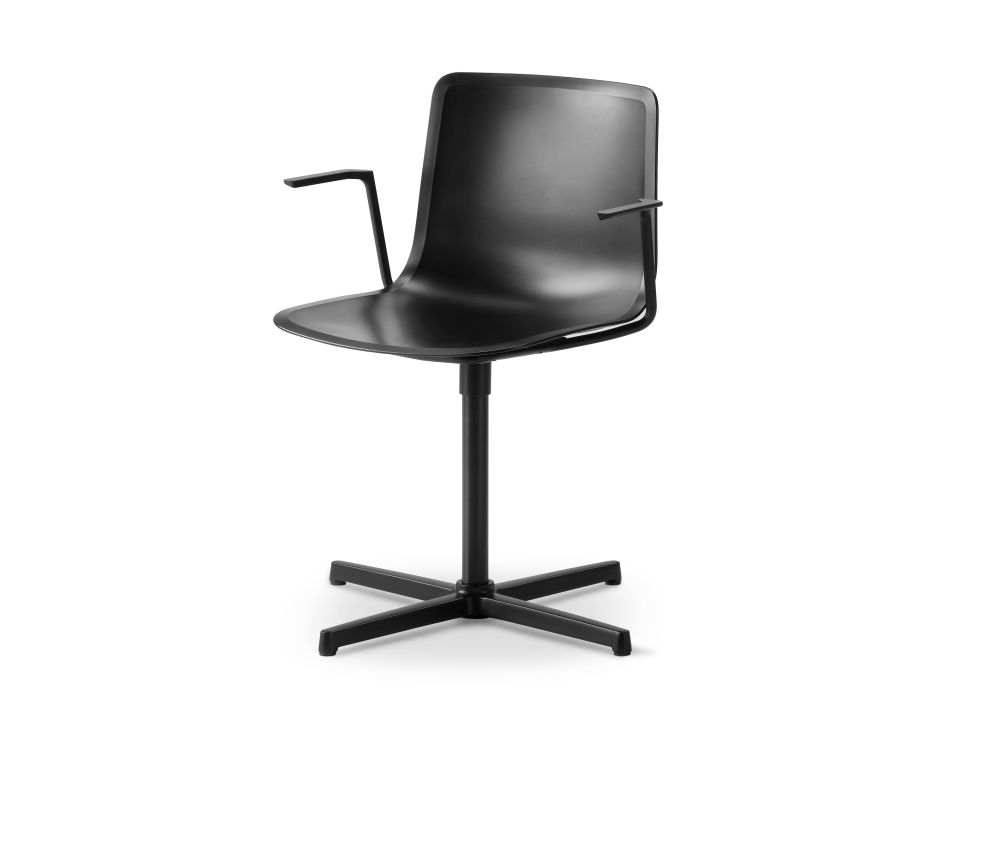 https://res.cloudinary.com/clippings/image/upload/t_big/dpr_auto,f_auto,w_auto/v2/products/pato-swivel-armchair-fredericia-welling-ludvik-clippings-9493941.jpg