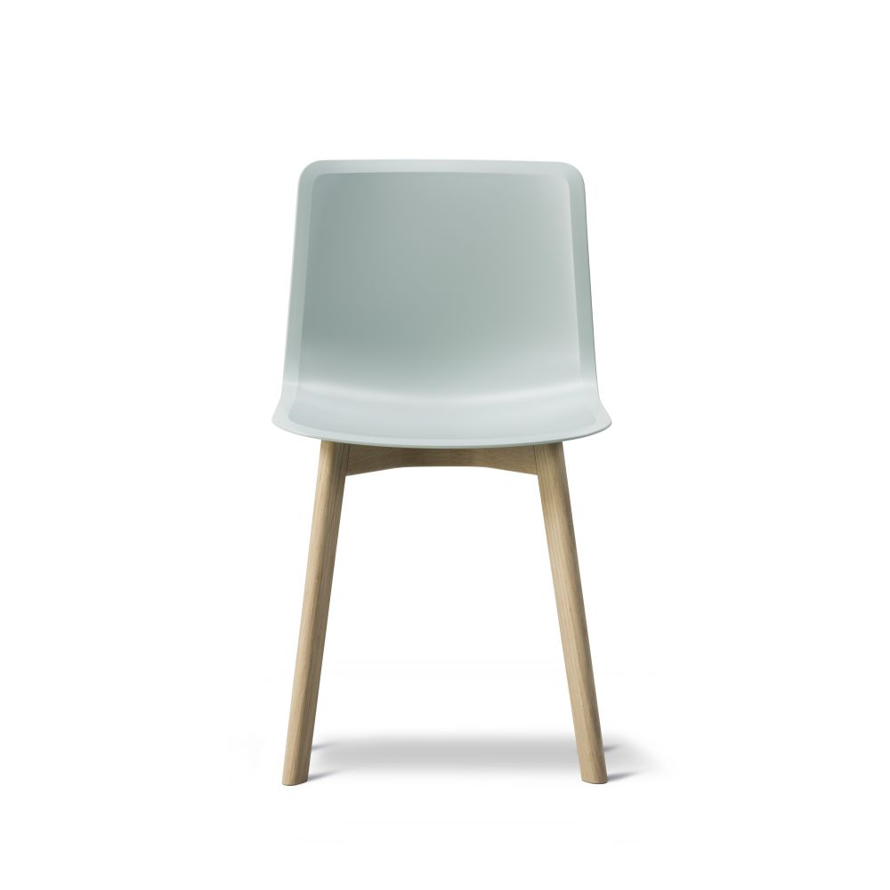 https://res.cloudinary.com/clippings/image/upload/t_big/dpr_auto,f_auto,w_auto/v2/products/pato-wood-base-chair-fredericia-welling-ludvik-clippings-9404991.jpg