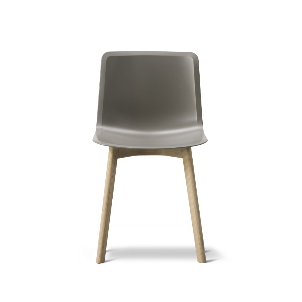 https://res.cloudinary.com/clippings/image/upload/t_big/dpr_auto,f_auto,w_auto/v2/products/pato-wood-base-chair-fredericia-welling-ludvik-clippings-9405001.jpg
