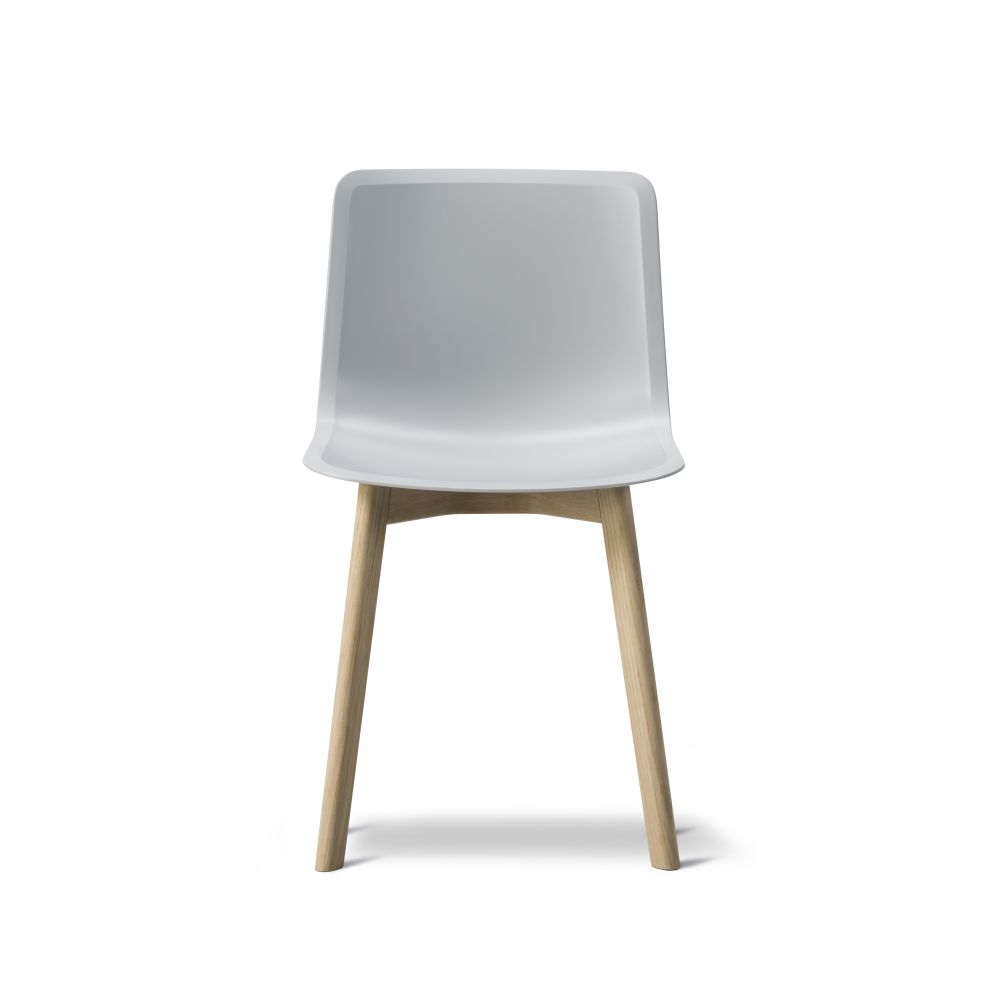 https://res.cloudinary.com/clippings/image/upload/t_big/dpr_auto,f_auto,w_auto/v2/products/pato-wood-base-chair-fredericia-welling-ludvik-clippings-9405011.jpg