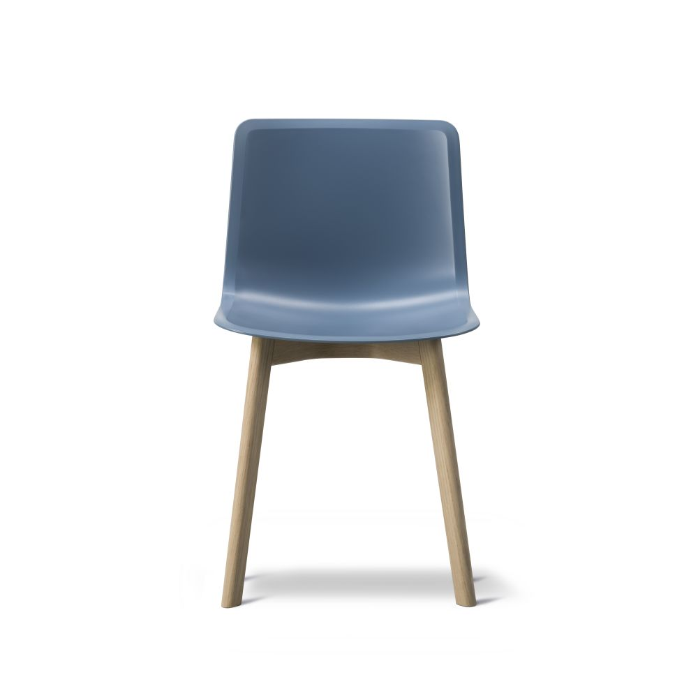 https://res.cloudinary.com/clippings/image/upload/t_big/dpr_auto,f_auto,w_auto/v2/products/pato-wood-base-chair-fredericia-welling-ludvik-clippings-9405021.jpg