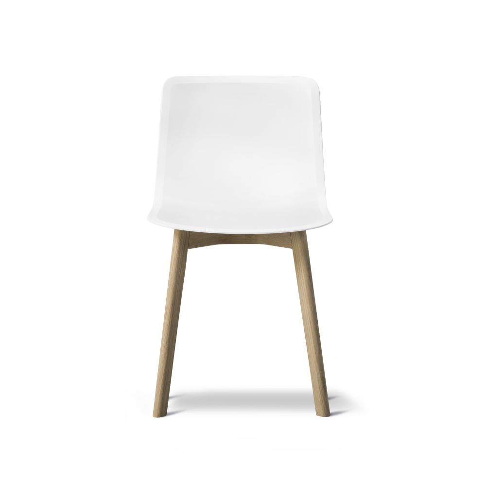 https://res.cloudinary.com/clippings/image/upload/t_big/dpr_auto,f_auto,w_auto/v2/products/pato-wood-base-chair-fredericia-welling-ludvik-clippings-9405041.jpg