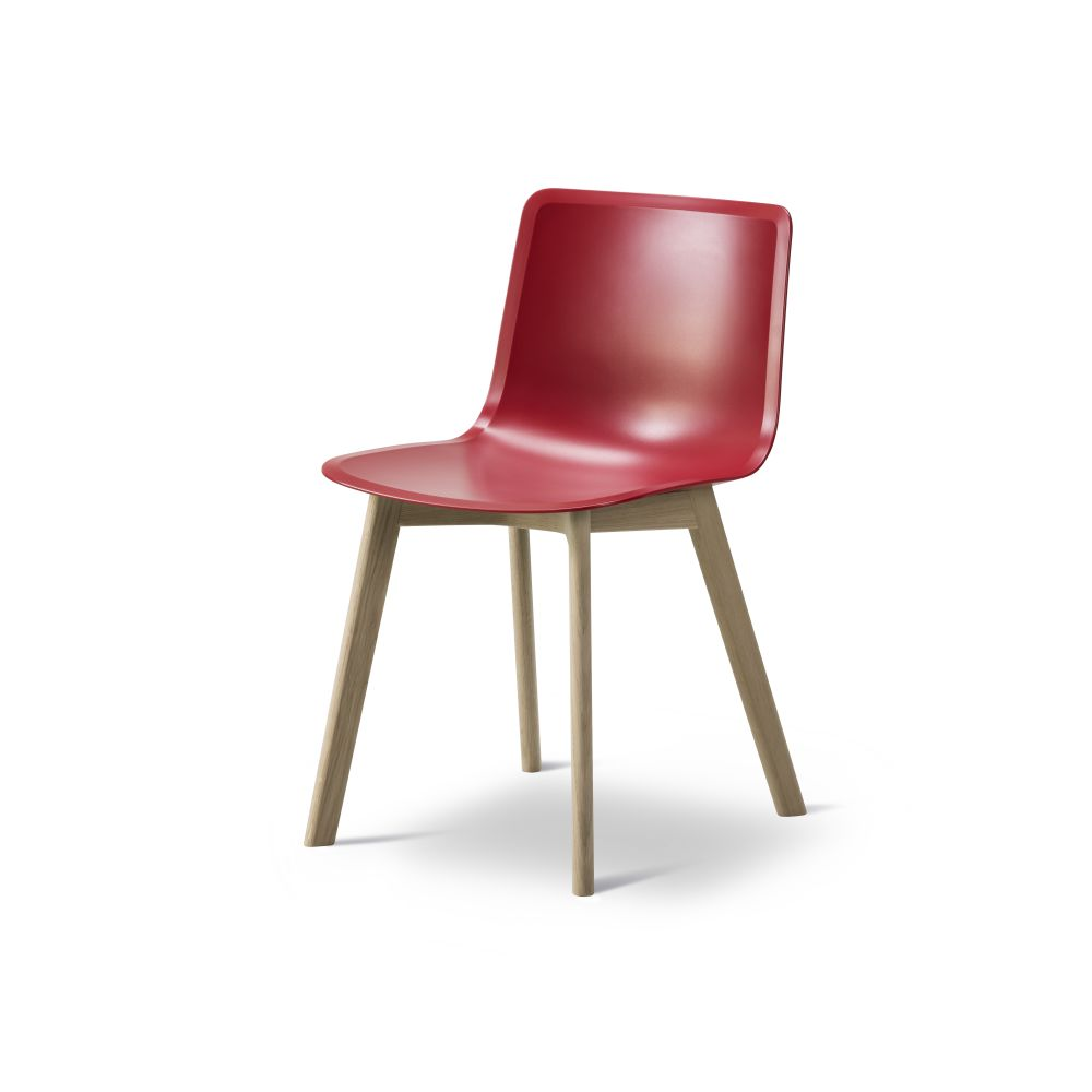 https://res.cloudinary.com/clippings/image/upload/t_big/dpr_auto,f_auto,w_auto/v2/products/pato-wood-base-chair-fredericia-welling-ludvik-clippings-9405051.jpg