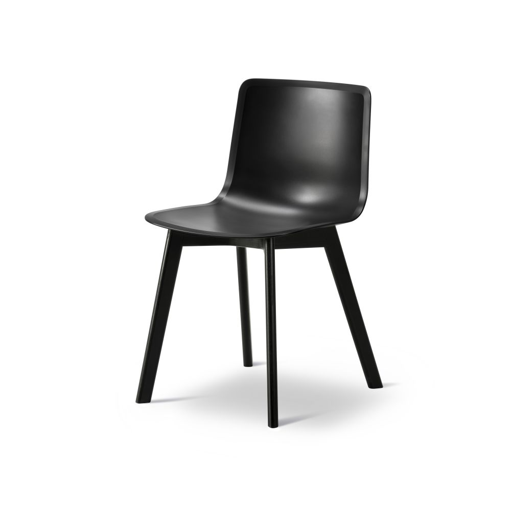 https://res.cloudinary.com/clippings/image/upload/t_big/dpr_auto,f_auto,w_auto/v2/products/pato-wood-base-chair-fredericia-welling-ludvik-clippings-9405061.jpg