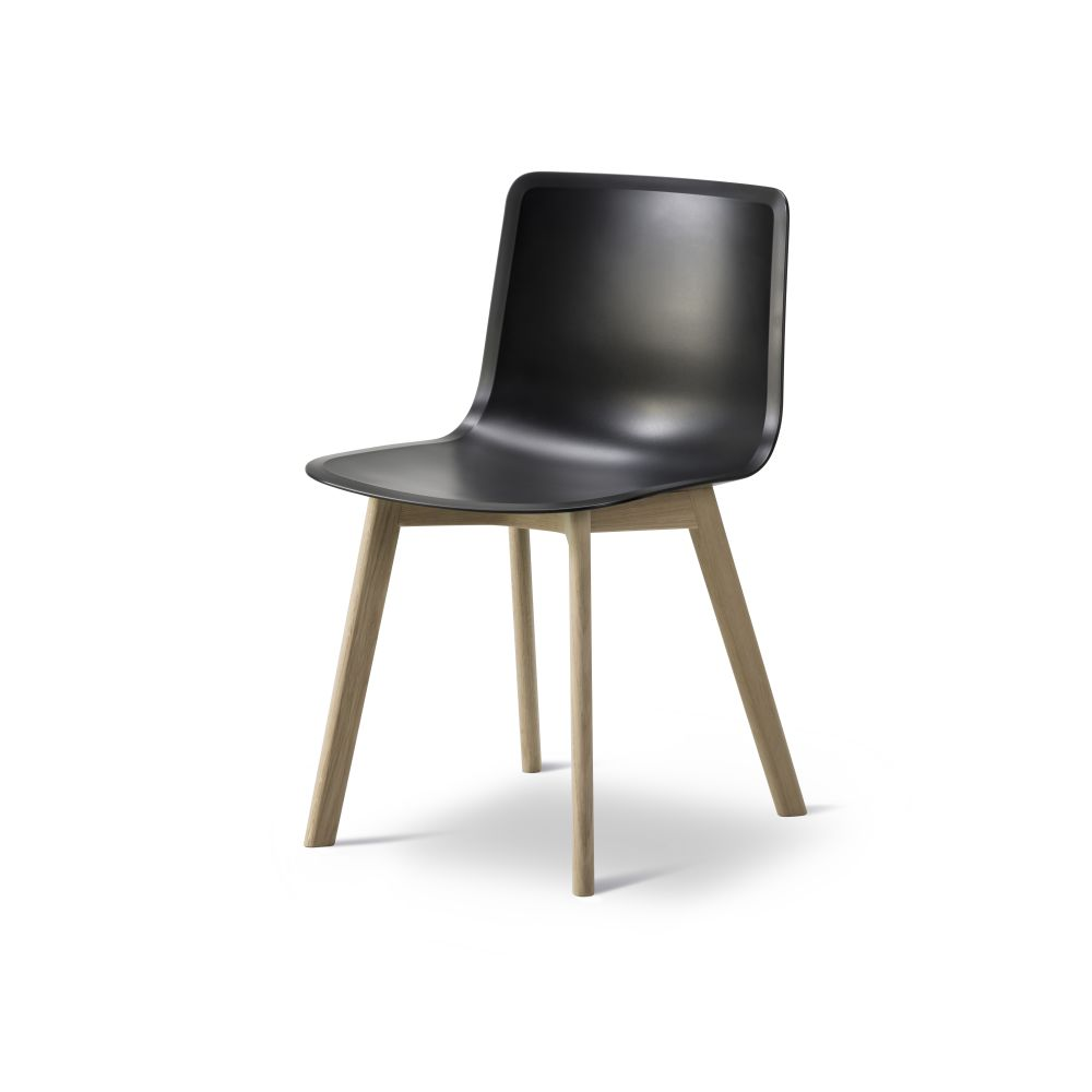 https://res.cloudinary.com/clippings/image/upload/t_big/dpr_auto,f_auto,w_auto/v2/products/pato-wood-base-chair-fredericia-welling-ludvik-clippings-9405071.jpg
