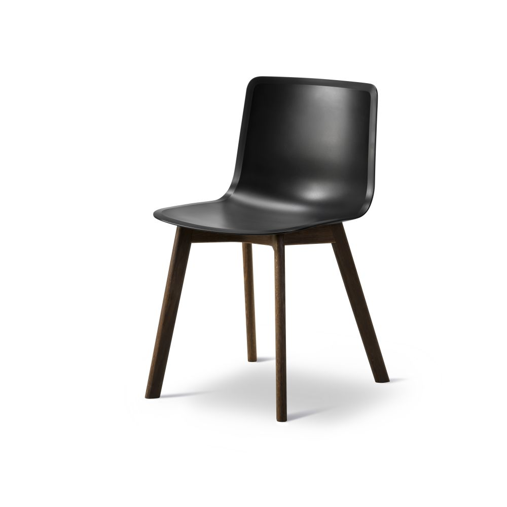 https://res.cloudinary.com/clippings/image/upload/t_big/dpr_auto,f_auto,w_auto/v2/products/pato-wood-base-chair-fredericia-welling-ludvik-clippings-9405081.jpg