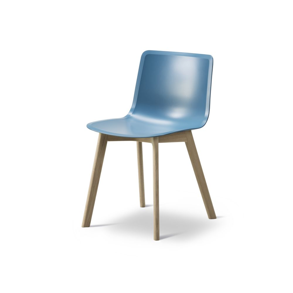 https://res.cloudinary.com/clippings/image/upload/t_big/dpr_auto,f_auto,w_auto/v2/products/pato-wood-base-chair-fredericia-welling-ludvik-clippings-9405091.jpg
